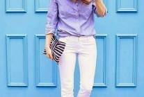 青シャツ×白パンツの着こなし