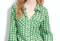 グリーンギンガムチェックシャツ×デニムのコーデ