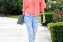 ピンクシャツ×デニムジーンズのコーデ