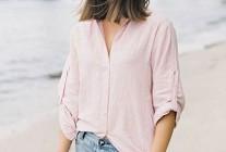 ピンクシャツ×デニムショートパンツのコーデ