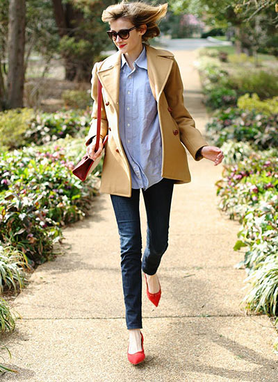 ベージュPコート×ジーンズの春コーデ