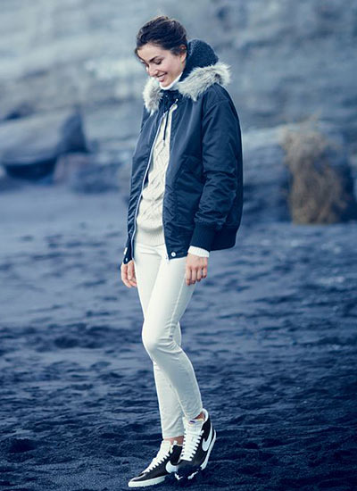 白パンツ×黒のMA,1ブルゾンの冬コーデ
