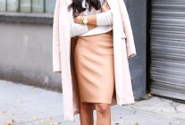 ペールピンク色チェスターコート×タイトスカートの大人可愛いコーデ