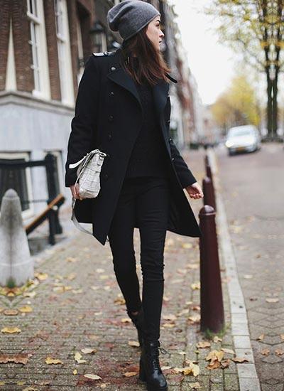 黒トレンチコートの着こなし ...