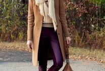 ベージュチェスターコート×紫色パンツのコーデ