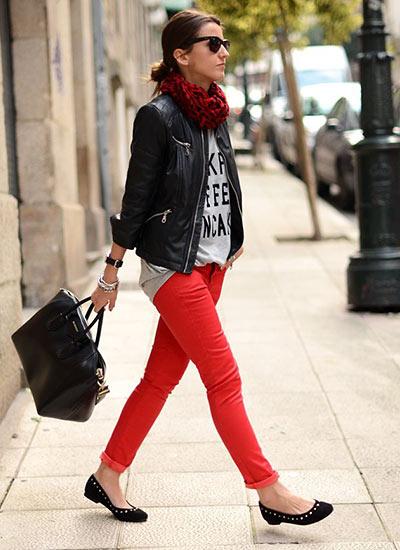 明るい赤パンツで春らしく ...