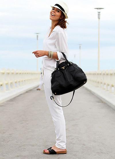 【白シャツ×白パンツ】夏のオールホワイトコーデ