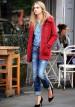 赤ダッフルコート×ジーンズのカジュアルコーデ