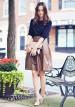 紺カットソー×ブラウンスカートのコーデ