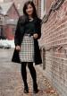 黒チェスターコート×格子柄スカート&黒タイツのコーデ