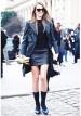グレートレンチコート×黒レザースカートのモノトーンコーデ