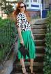 柄プルオーバー×緑ガウチョパンツのコーディネート