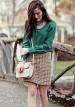 グリーンブラウス×ツイードスカートのコーデ